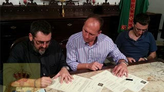 El momento de la firma en Cádiz