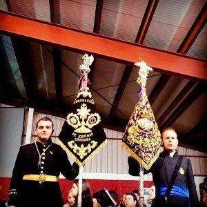 Momento del hermanamiento con los banderines.