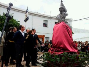 Momento de la inauguración del busto