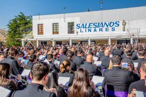 La banda accediendo al Certamen Olor a Incienso de Linares