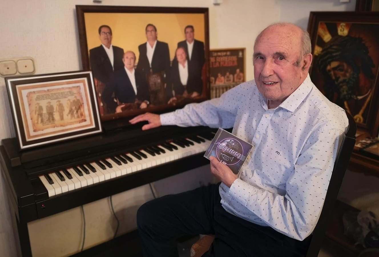 José Manuel Moya, de Los Romeros de la Puebla, con el disco #LlenaEresDeMúsica de Las Cigarreras