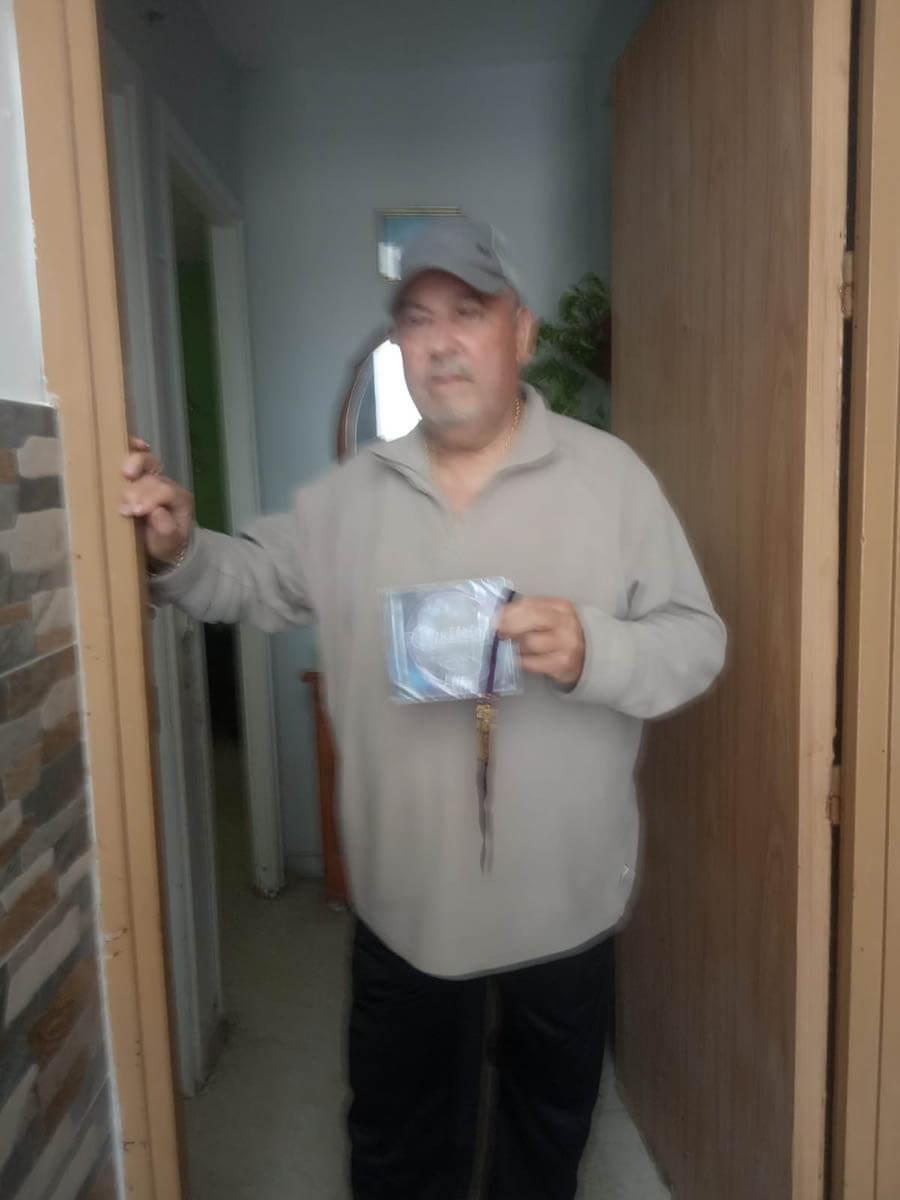 Juan Márquez, de Salmarina, con el disco #LLenaEresDeMúsica